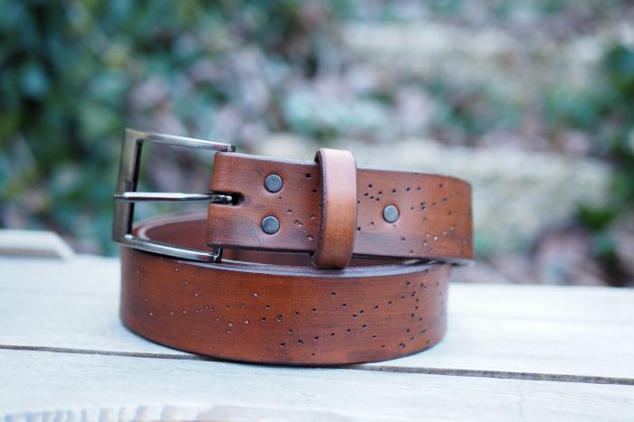 Kožený pásek tečky
