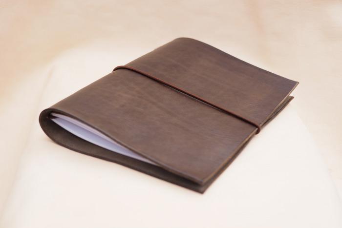 Kožený zápisník/diář A5 na gumičku